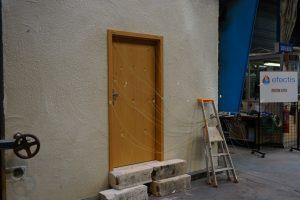 Die eingebaute Tür in der Brennkammer des Prüfinstituts
